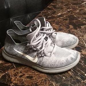 Grey Nike Flyknit Free RN